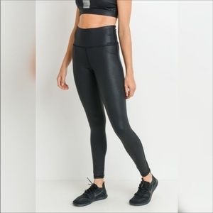 Mono B NWT Sz Sm Foil Scale print full leggings